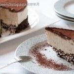 Torta al formaggio spalmabile con riso soffiato al cioccolato