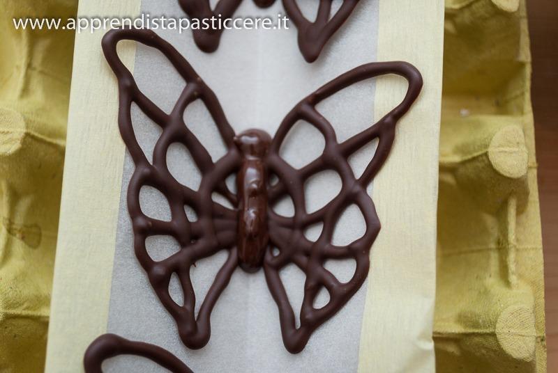 Farfalle di cioccolato ricetta con foto apprendista pasticcere for Decorazioni di cioccolato per torte