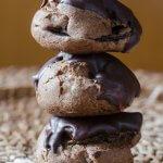 Bignè al cacao con crema alla nocciola