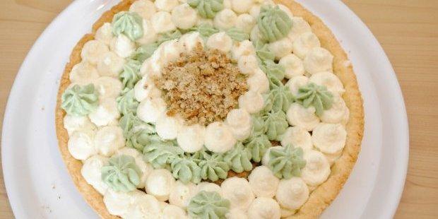 Crostata sablè con namelaka al cocco e pistacchio